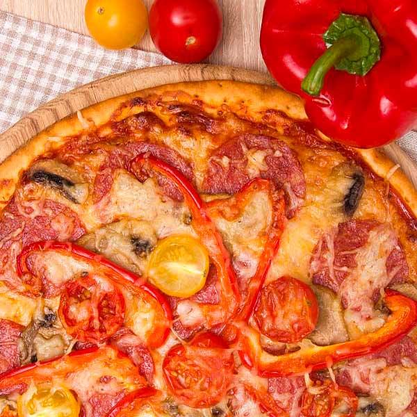 un-altra-pasta-salame-peperoni-pomodorini-funghi
